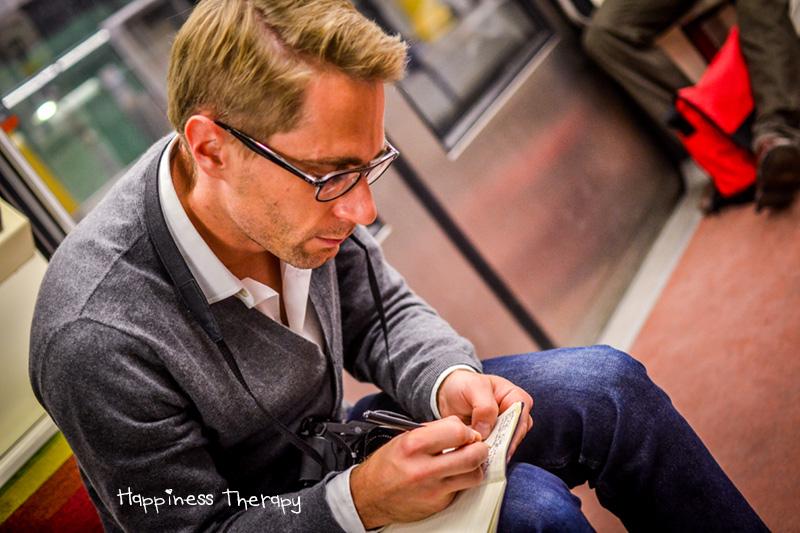 """Julien Bottriaux (fondateur du projet Premiers métros - http://premiersmetros.tumblr.com) : """"Le bonheur c'est les autres."""""""