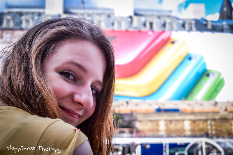 """Charlotte M. : """"La simplicité. Une journée magnifique, un bon moment avec un ami sur les bords de la Seine à se gaver de bonbons, une rencontre aussi inattendue qu'agréable et Paris."""""""
