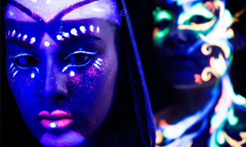 Welcome to the FUTURE project blacklight lumière noire bodypainting